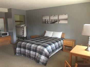 Red Door Resort & Motel