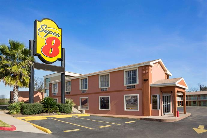 Super 8 by Wyndham Austin Downtown Capitol Area