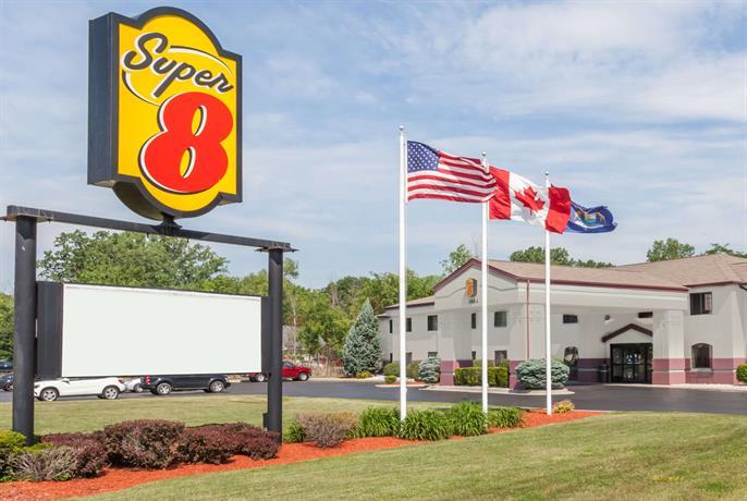 Super 8 by Wyndham Marysville Port Huron Area