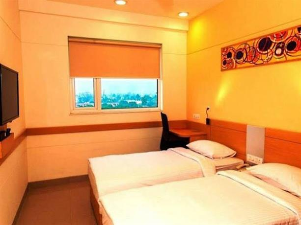 Red Fox Hotel Chandigarh,Chandigarh:Photos,Reviews,Deals