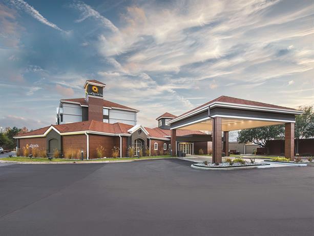 inn suites shreveport airport compare deals. Black Bedroom Furniture Sets. Home Design Ideas
