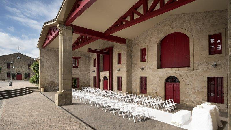 Marques de riscal a luxury collection elciego compare deals for Calle marques de riscal
