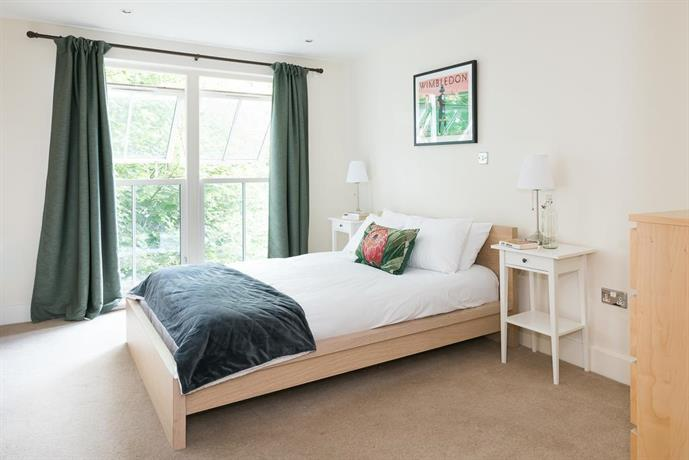 Spacious 2 Bed Battersea High Street