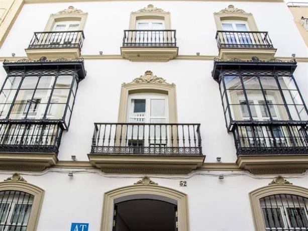 Suites Sevilla Plaza