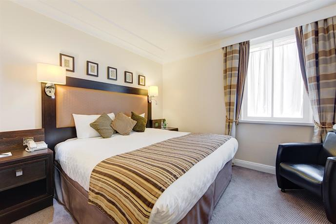 Book A Room With Parking At Thistle Heathrow
