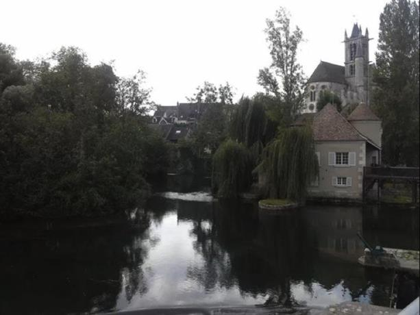 Moret House