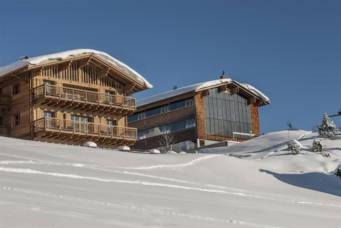 Kar design appartements lech am arlberg compare deals for Kar design apartments
