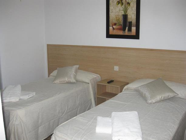 Hostal milmarcos zaragoza compare deals for Hostal zaragoza