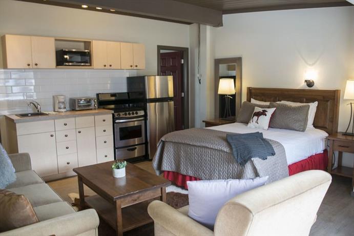 Yamnuska Suites