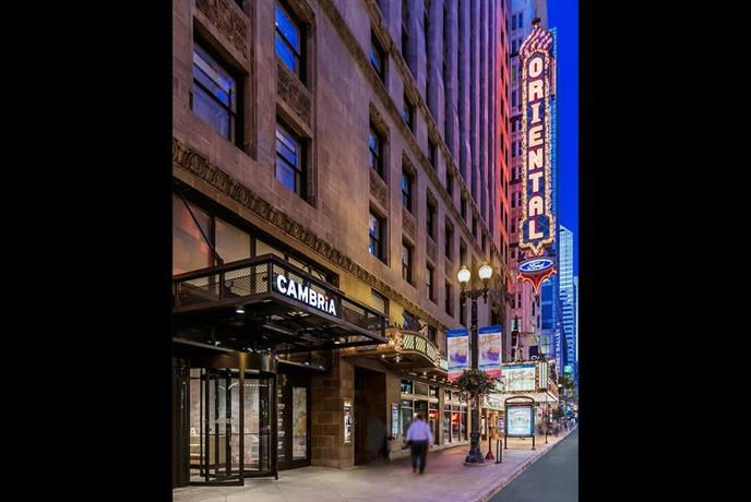 Cambria hotel & suites Chicago Loop Theatre District