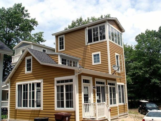 Rapunzel's Tower 2 Br home by RedAwning