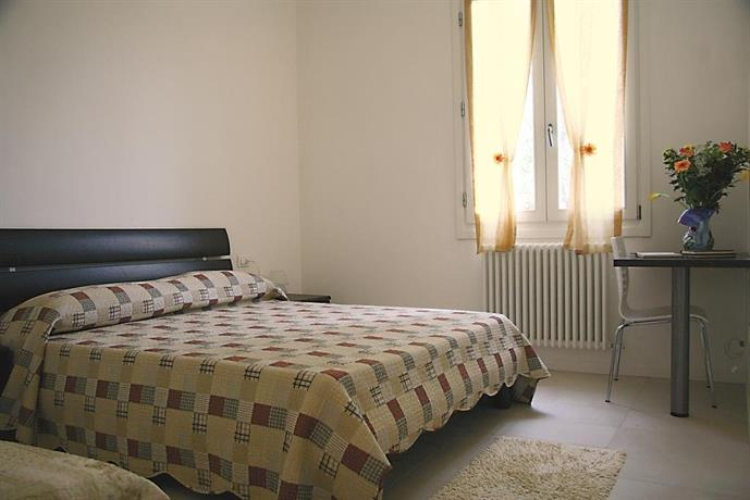 bed and breakfast venice house noale compare deals. Black Bedroom Furniture Sets. Home Design Ideas
