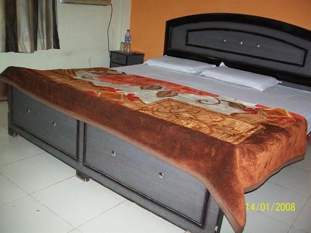 Abhiraj Guest House