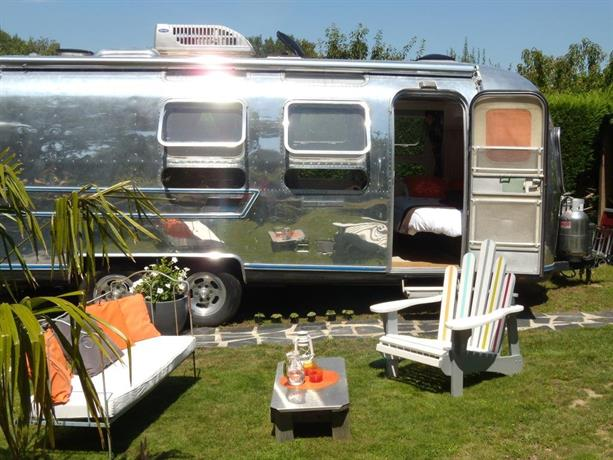 caravane airstream americaine les sorinieres compare deals. Black Bedroom Furniture Sets. Home Design Ideas
