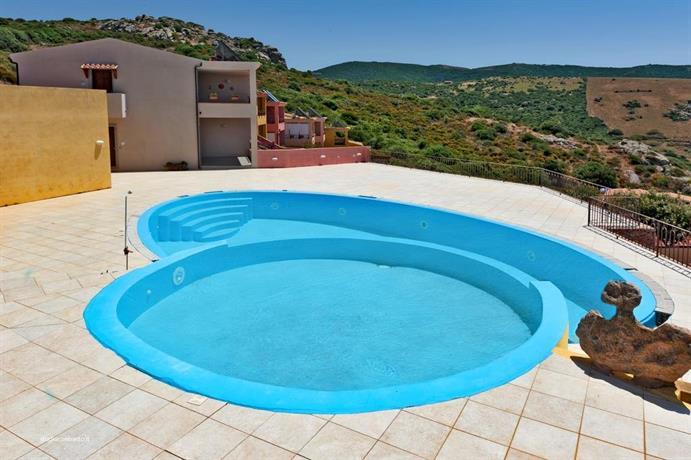 Isola rossa residence con piscina trinita d 39 agultu e - Residence marzamemi con piscina ...