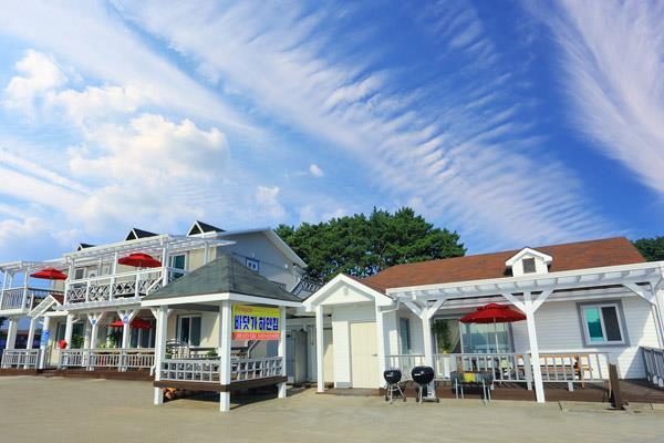 Anmyeondo Beach White House Pension