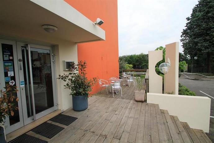 adonis lyon est hotel artys saint priest compare deals. Black Bedroom Furniture Sets. Home Design Ideas
