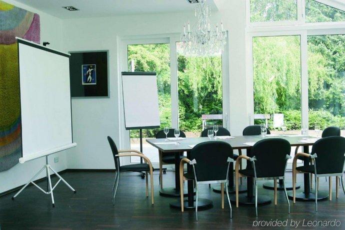 Galerie design hotel bonn compare deals for Bonn design hotel