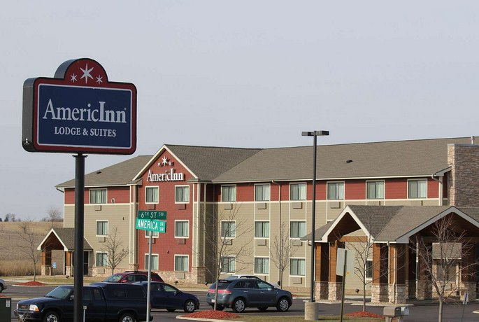AmericInn by Wyndham Cedar Rapids CID Airport