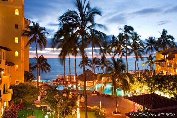 About Plaza Pelicanos Grand Beach Resort Puerto Vallarta
