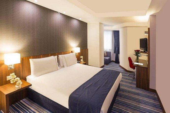 Taksim express hotel istanbul confronta le offerte - Divano di istanbul ...