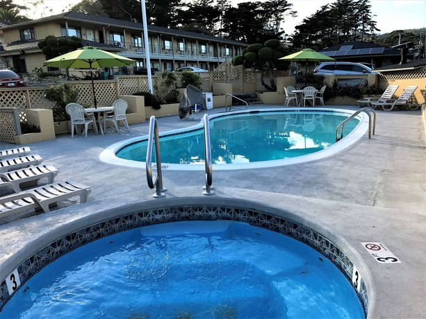 Best western park crest inn monterey compare deals for Pool show monterey