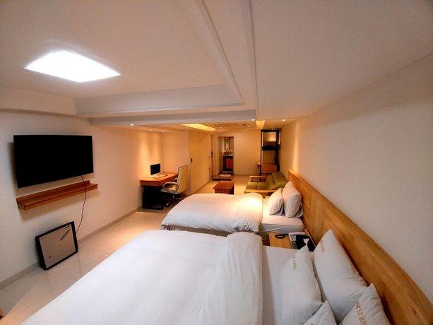 I Y Hotel