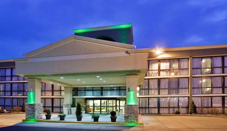 Surestay Plus Hotel By Best Western Kansas City Northeast Claycomo Compare Deals
