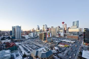 Monki Di Executive Suites - Alura Calgary