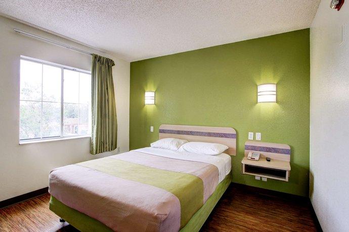 Motel  Aurora Iliff