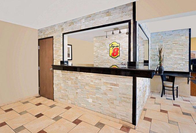 Hotels In Decorah Iowa Area