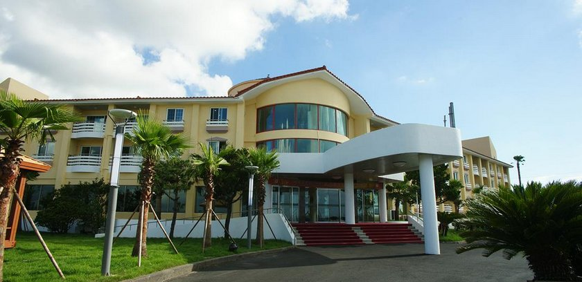 Mega Resort