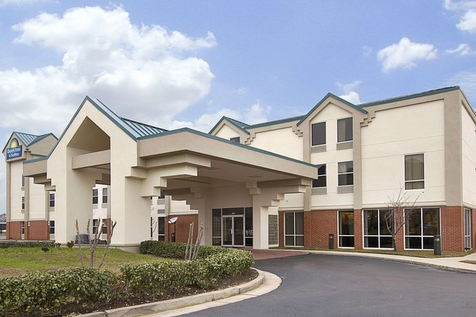 Days Inn & Suites by Wyndham Ridgeland