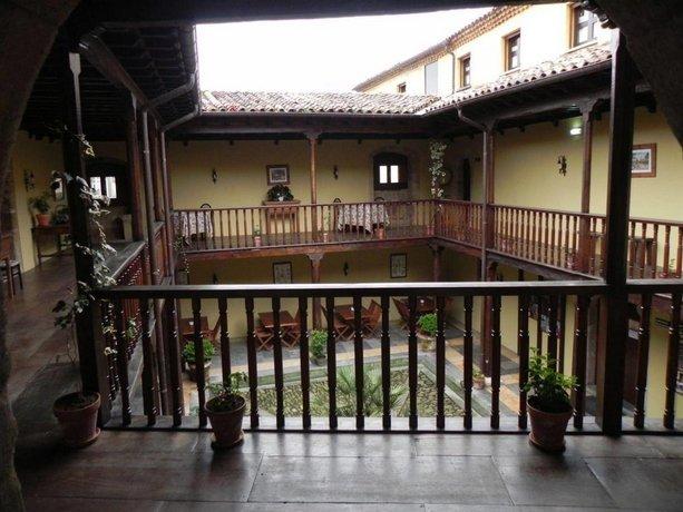 Castillo De Valdes Salas