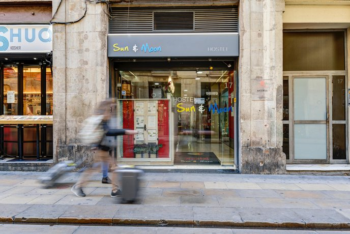 Hostel Sun & Moon Barcelona