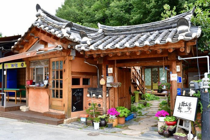 Pinetreeview Hanok Guesthouse