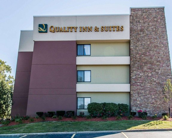 Quality Inn & Suites Warren