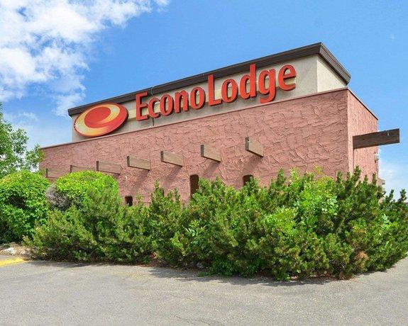 econo lodge motel village calgary compare deals. Black Bedroom Furniture Sets. Home Design Ideas