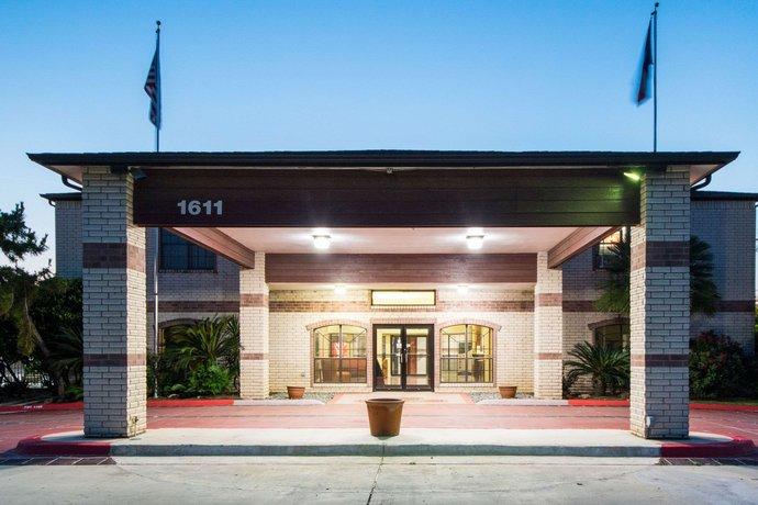 Hotels Near San Marcos University