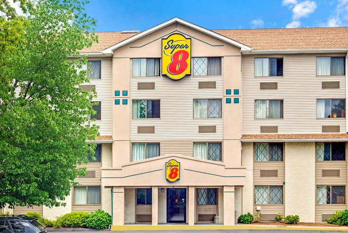 Super 8 by Wyndham Stamford New York City Area Hotel