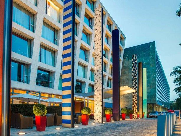 Radisson Blu Media Harbour Hotel Dusseldorf Compare Deals