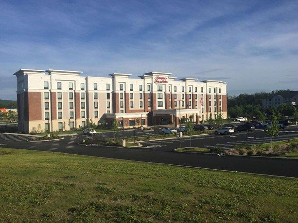 Hampton Inn & Suites Newburgh Stewart Airport NY