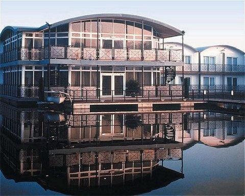 Floatel Hotel Northwich