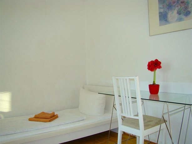 2 Room Apartment Brandenburg Gate