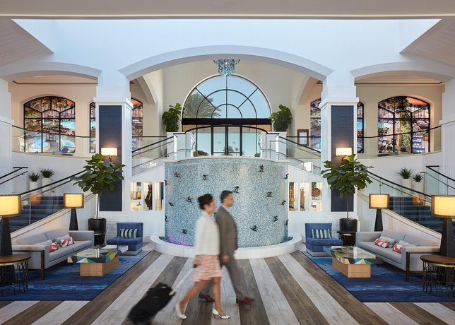 The Waterfront Beach Resort A Hilton Hotel Huntington Compare Deals