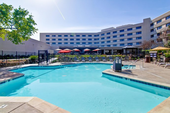 DoubleTree by Hilton Pleasanton at The Club