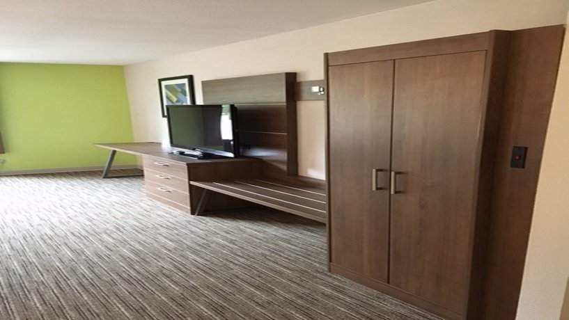 About Holiday Inn Express Suites Tyler North