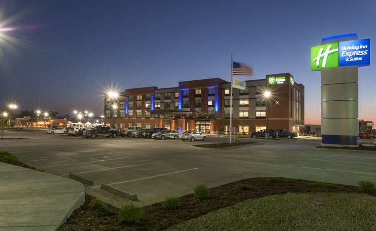 Holiday Inn Express & Suites - Dodge City