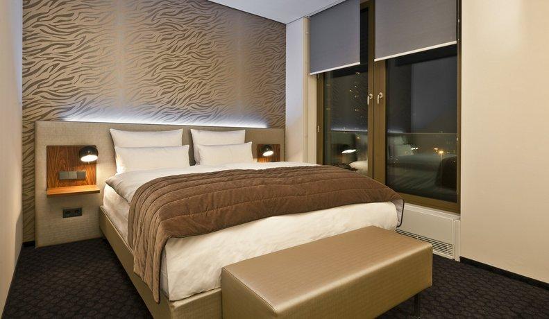 cosmo hotel berlin mitte. Black Bedroom Furniture Sets. Home Design Ideas