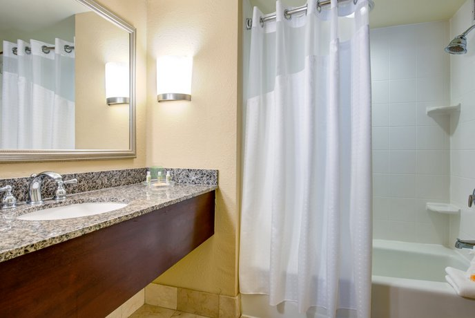 About Holiday Inn Indianapolis North Carmel